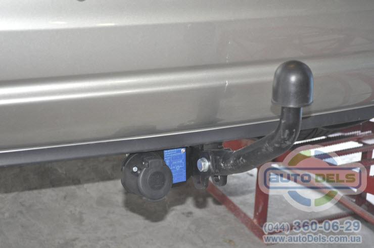 Установка фаркопа Toyota Avensis 2003-2009