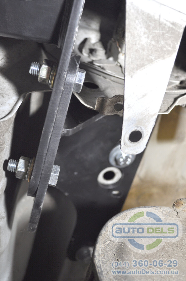 Установка фаркопа Toyota Avensis 2012-2020